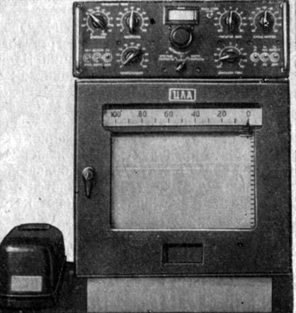 Рис. 9. Электронный самопишущий полярограф ЦЛА